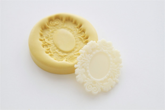 Small Victorian Cameo Frame | Purchase Our Small Victorian Cameo Frame